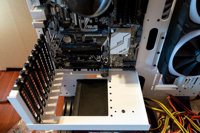 PCIスロット用の台座を設置
