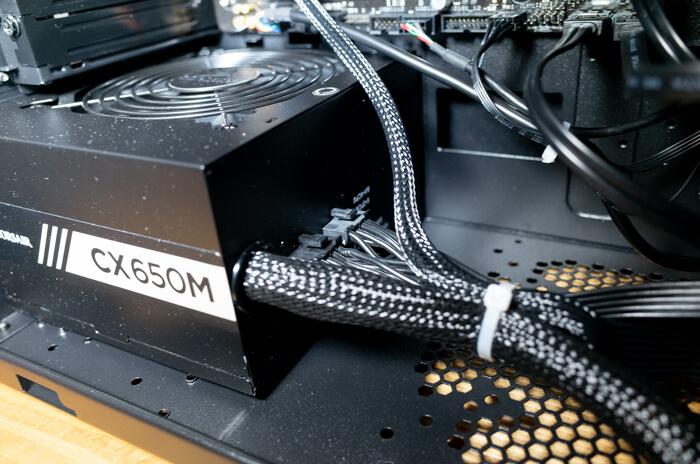 電源はCORSAIRのCX650Mが使われている
