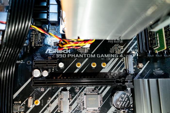 マザーボードはASRock Z390 PHANTOM GAMING 4