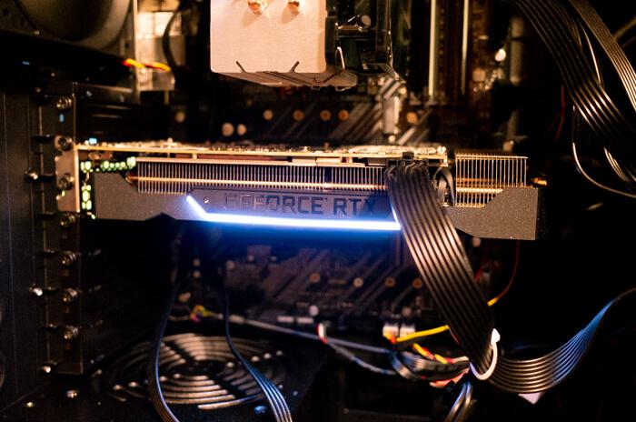 RTX 2060の光り方は少しカッコイイ