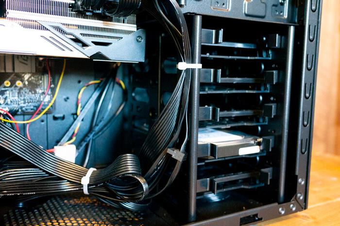 ガレリアZZ 9900Kの3.5インチベイは空きがひとつ多い